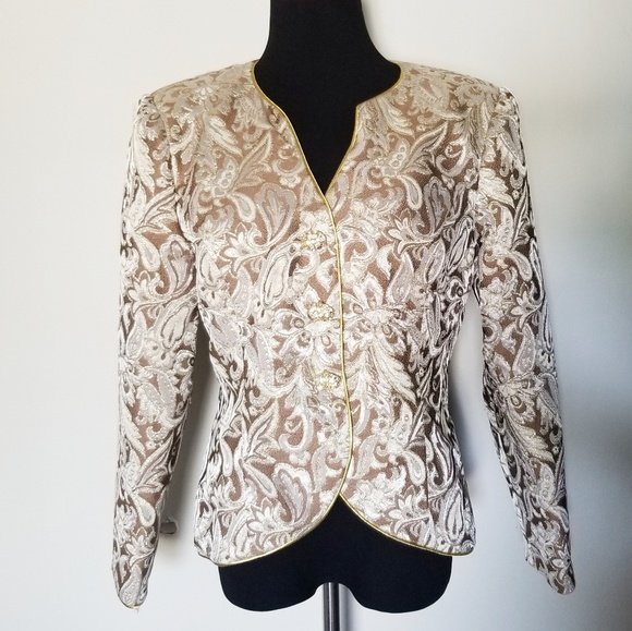Saks Fifth Avenue Jackets & Blazers - Saks Fifth Avenue Vintage Cream & Gold Blazer 12
